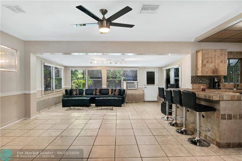 Photo of 520 E Melrose Circle, Fort Lauderdale, FL 33312 (MLS # F10249857)