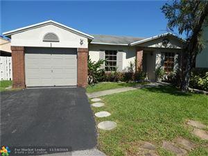 Photo of 810 Cumberland Ter, Davie, FL 33325 (MLS # F10188887)