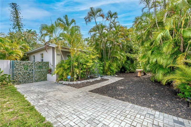 Photo of 739 NW 18th St, Fort Lauderdale, FL 33311 (MLS # F10281898)