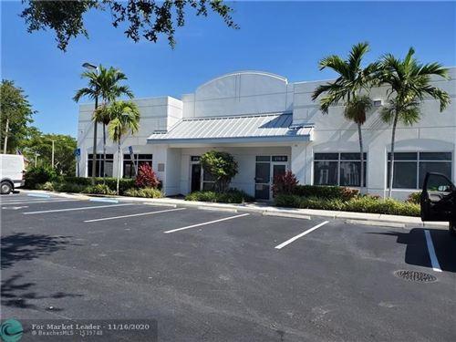Foto de inmueble con direccion 210 SW Natura Ave Deerfield Beach FL 33441 con MLS F10228909