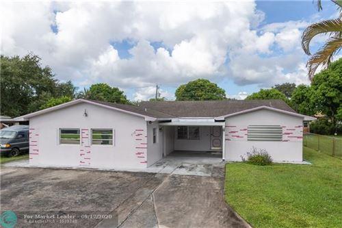 Photo of 318 SW 67th Ter, Pembroke Pines, FL 33023 (MLS # F10246922)