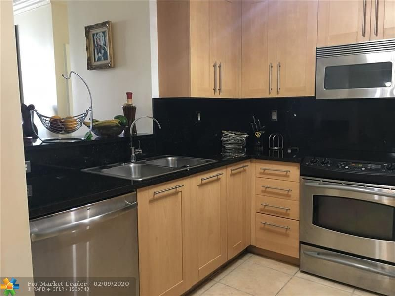 Photo for 511 SE 5th Ave #1022, Fort Lauderdale, FL 33301 (MLS # F10215930)