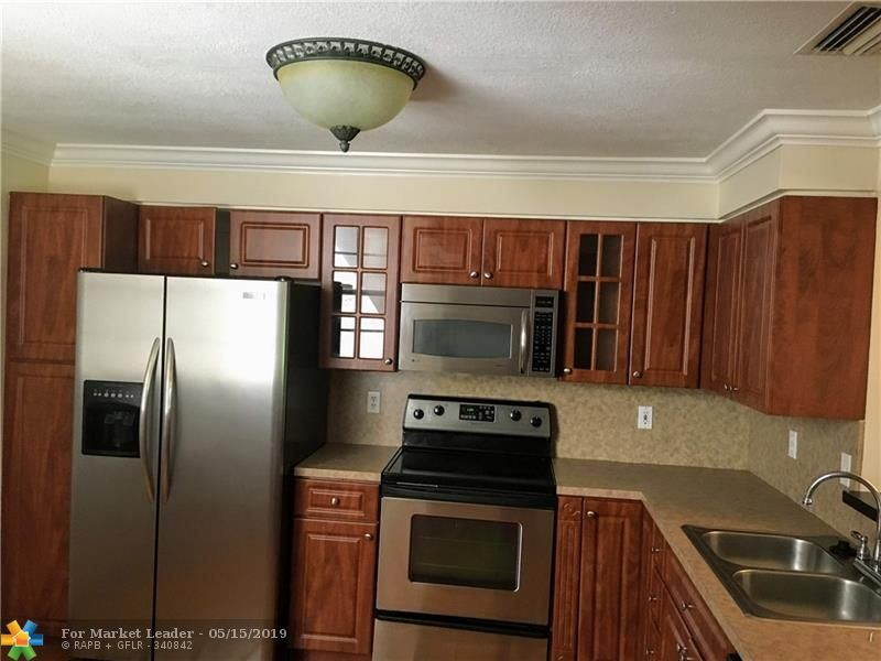 Photo for 1111 Sorrento Dr #4, Weston, FL 33326 (MLS # F10175948)