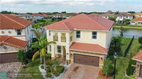 Foto de inmueble con direccion 10291 Waterside Ct Parkland FL 33076 con MLS F10206978