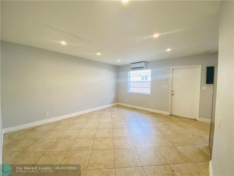 Photo of 215 SW 16th St #3, Fort Lauderdale, FL 33315 (MLS # F10231978)