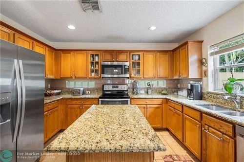 Photo of Listing MLS f10218981 in 6304 Willoughby Cir Lake Worth FL 33463