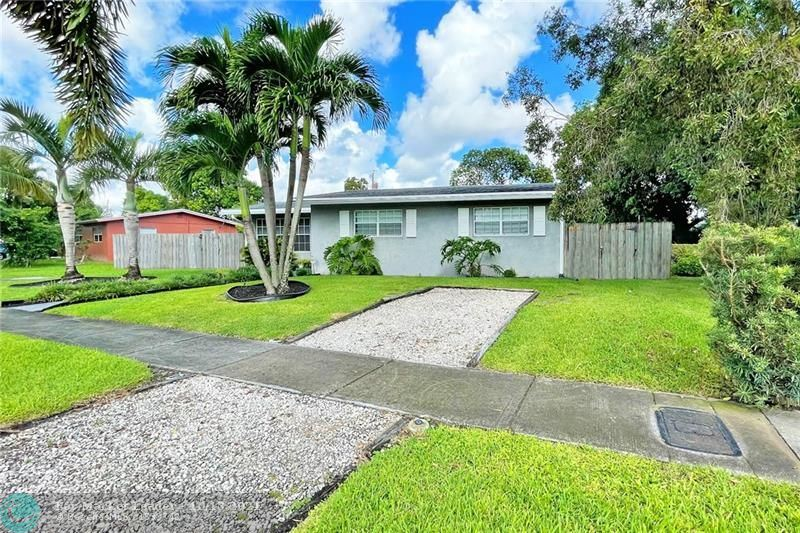 Photo of 1137 NW 15th St, Fort Lauderdale, FL 33311 (MLS # F10303992)