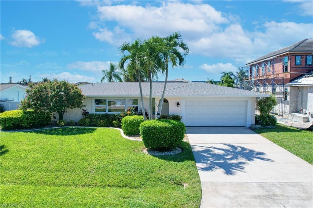 1736 SE 40th Terrace, Cape Coral, FL 33904 - #: 221070064