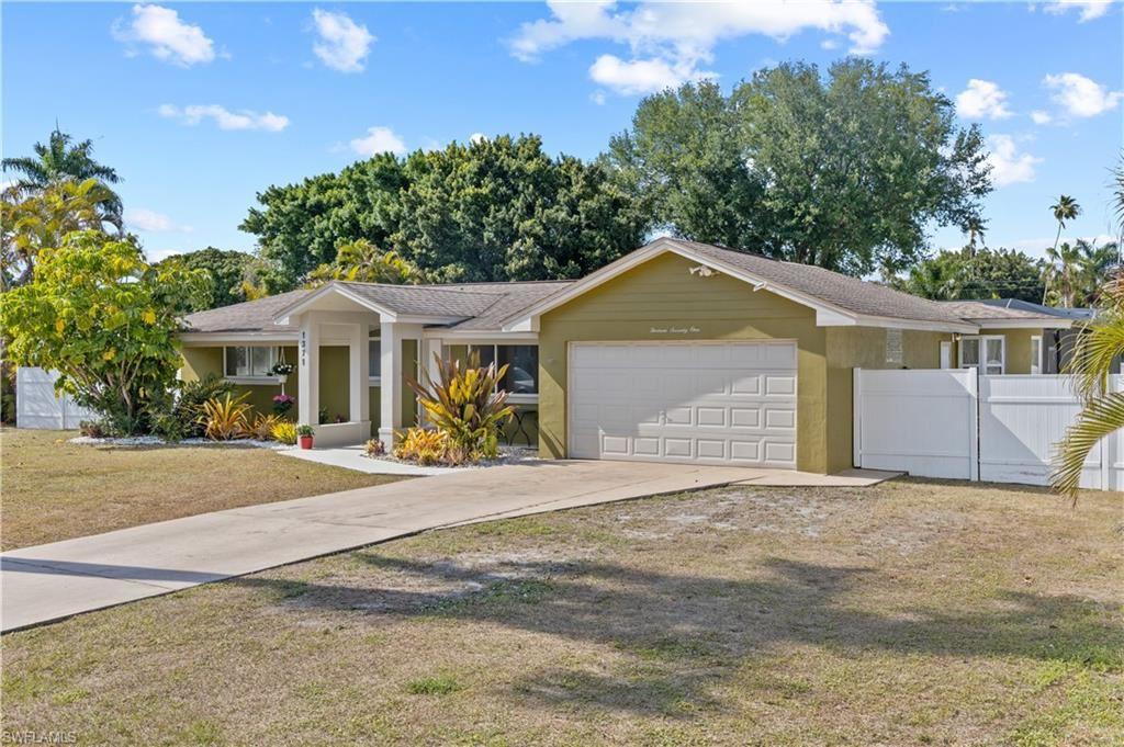 1371 Sunbury Drive, Fort Myers, FL 33901 - #: 221026096