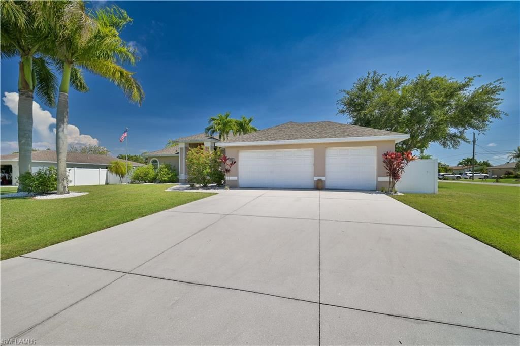 304 SE 32nd Terrace, Cape Coral, FL 33904 - #: 221034144