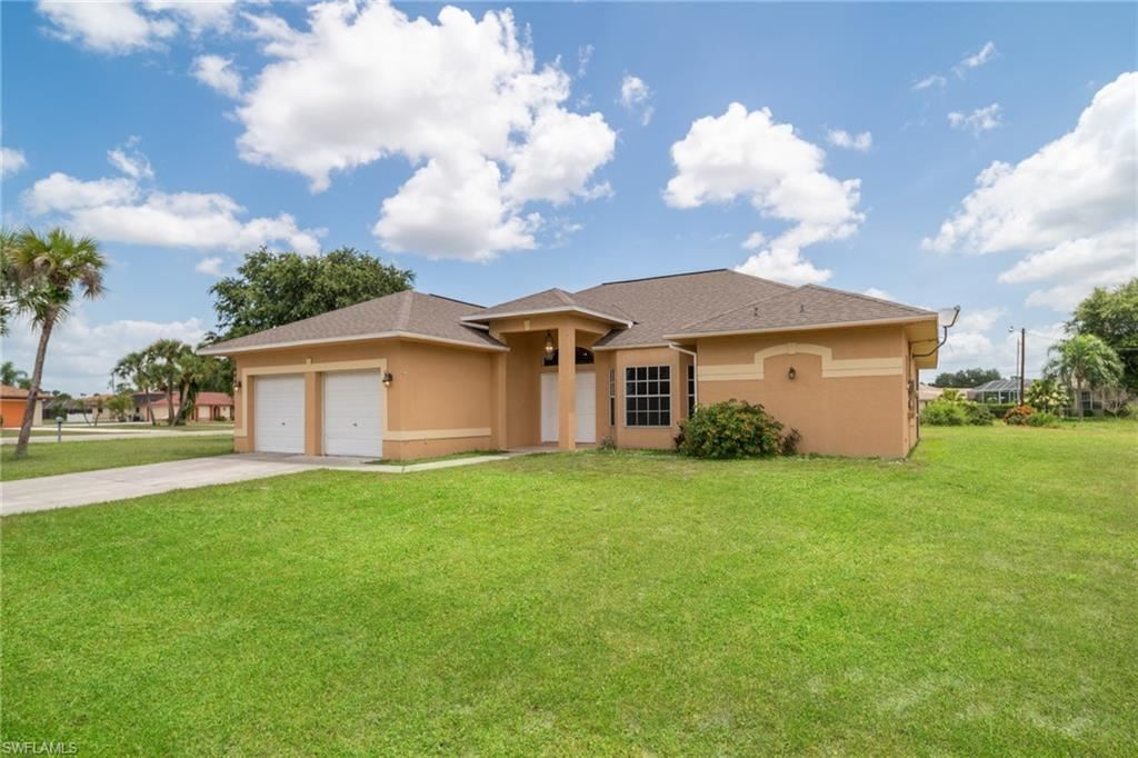1641 Country Club Parkway, Lehigh Acres, FL 33936 - #: 220059261