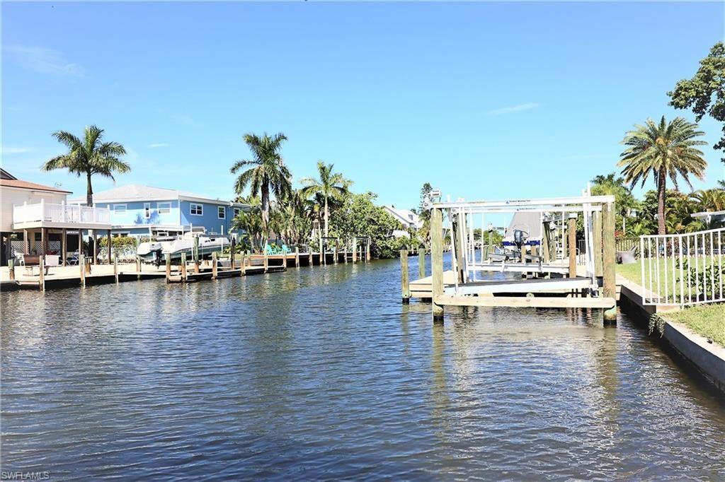 211 Flamingo Street, Fort Myers Beach, FL 33931 - #: 221074323