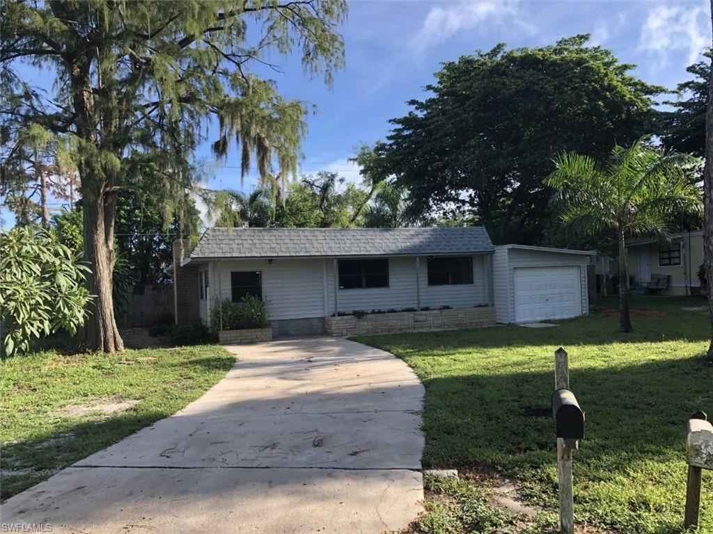 2105 Flowers Drive, Fort Myers, FL 33907 - #: 221068471