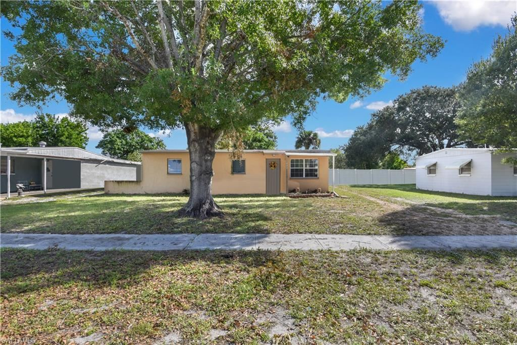 944 Tropical Palm Avenue, North Fort Myers, FL 33903 - #: 220071484