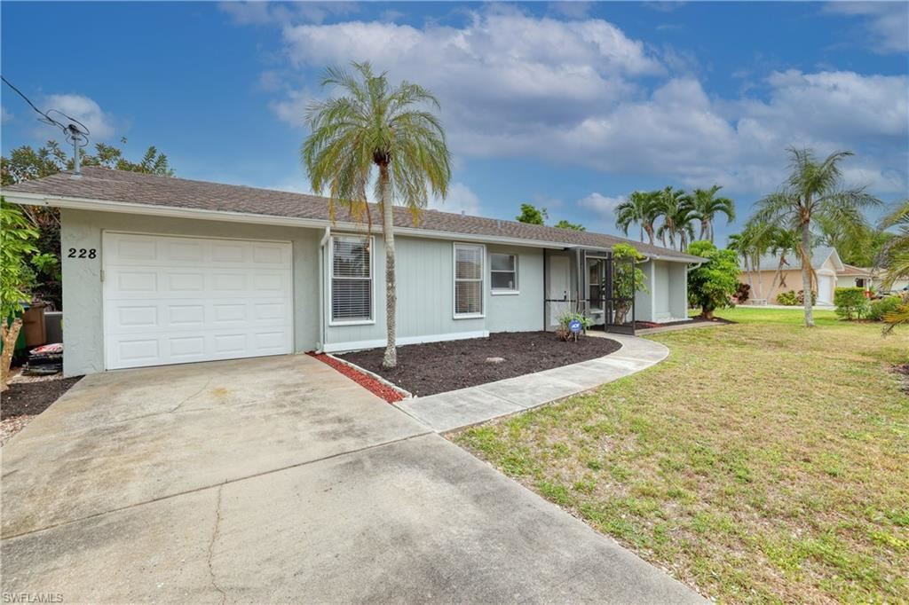 228 SW 43 Lane, Cape Coral, FL 33914 - #: 221035931