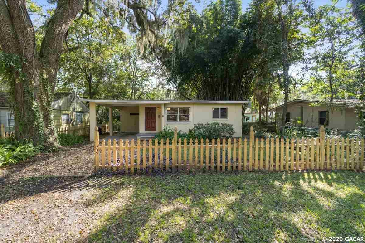 735 NE 10th Place, Gainesville, FL 32601 - #: 437177