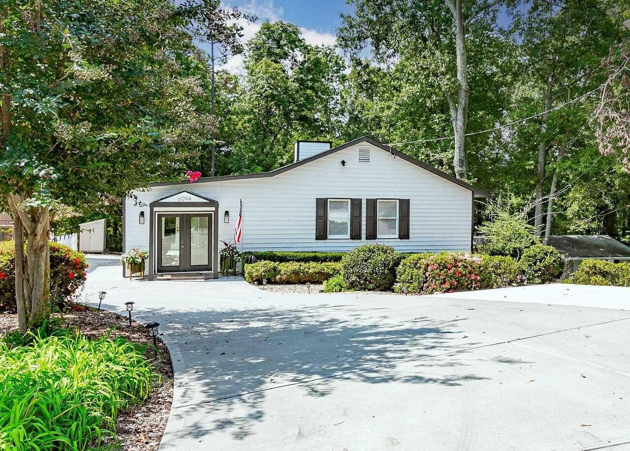 6094 Lake Lanier Heights Road, Buford, GA 30518 - #: 9059607