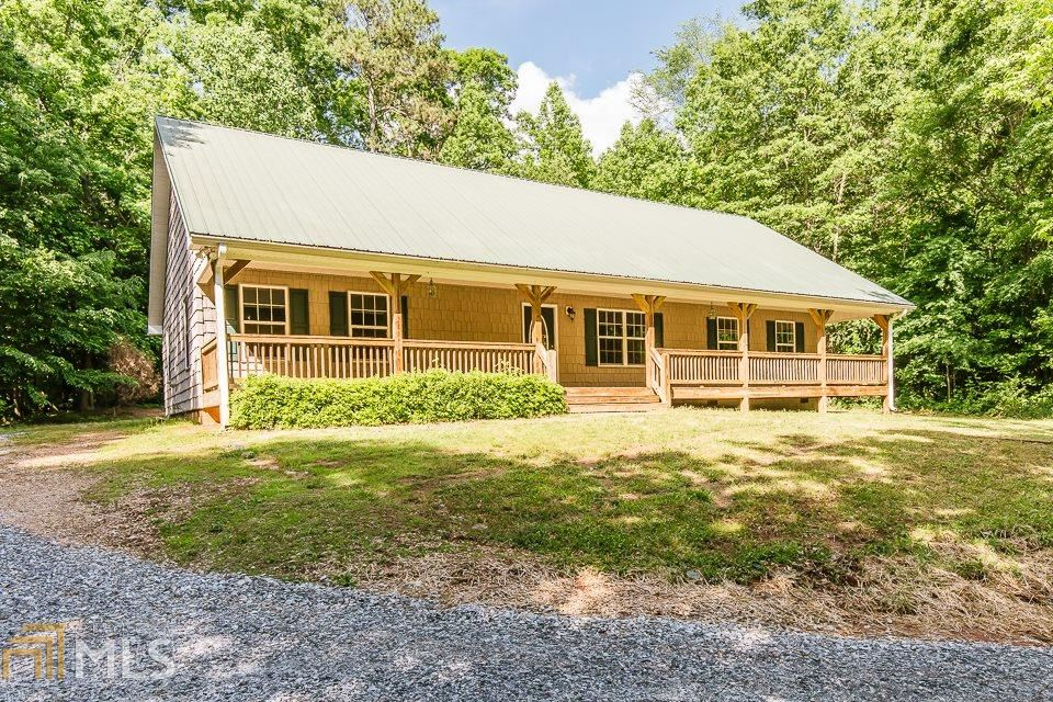 Photo for 540 James Maxwell Rd, Commerce, GA 30529 (MLS # 8583926)