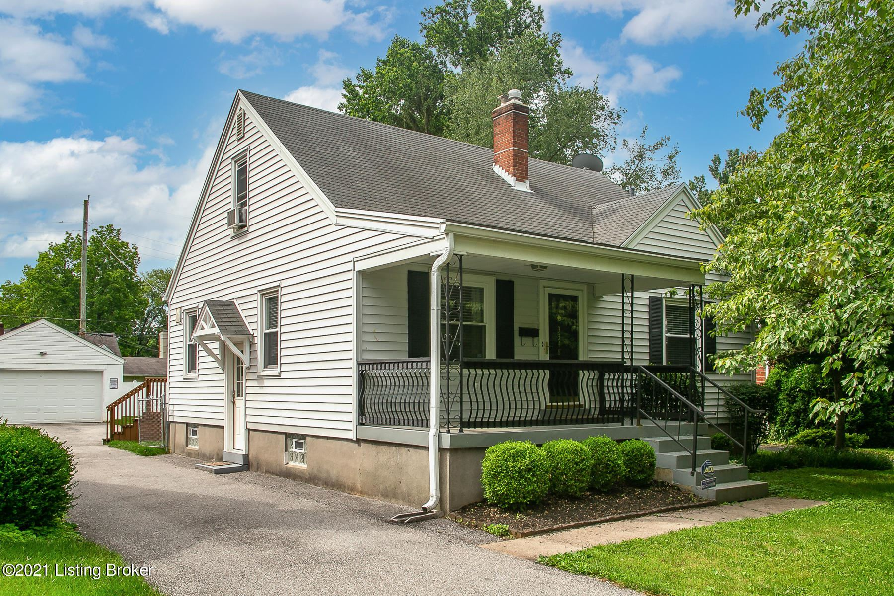 Photo for 3348 Dayton Ave, Louisville, KY 40207 (MLS # 1588005)