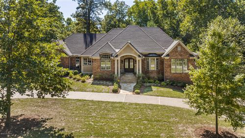 Photo of 2000 Forest Pointe Ln, Louisville, KY 40245 (MLS # 1570013)