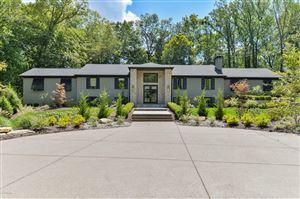Photo of 5800 River Knolls Dr, Louisville, KY 40222 (MLS # 1542063)