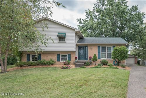 Photo of 902 Falgate Ct, Louisville, KY 40207 (MLS # 1570063)