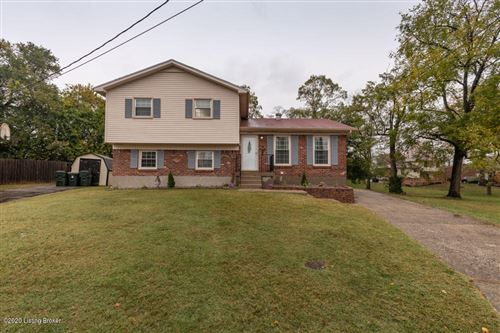 Photo of 10515 Chenny Ct, Jeffersontown, KY 40299 (MLS # 1572113)