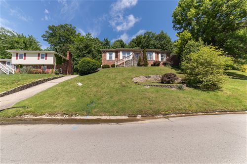 Photo of 2817 Windsor Forest Dr, Louisville, KY 40272 (MLS # 1561163)