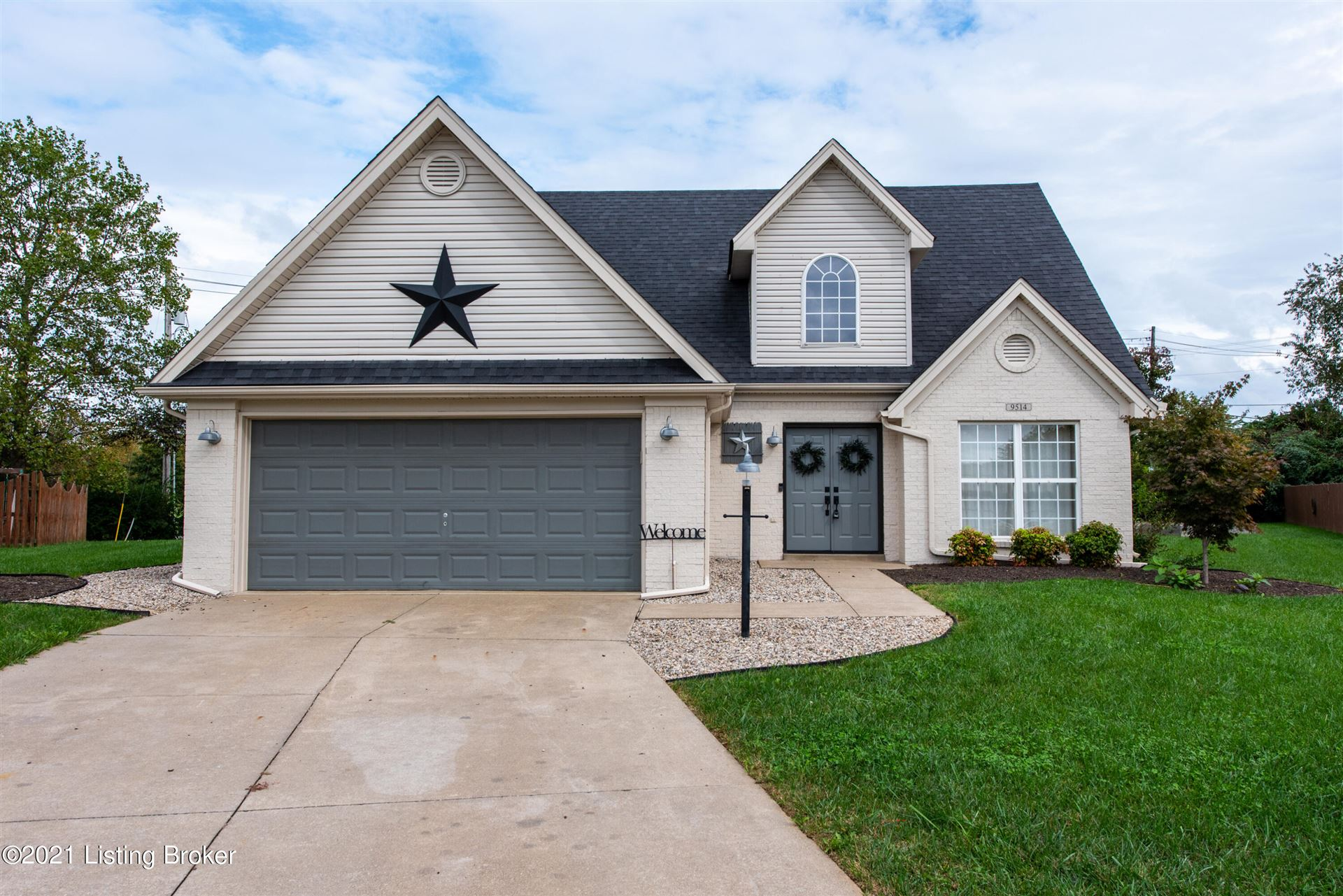 Photo for 9514 Mozart Ct, Louisville, KY 40059 (MLS # 1598187)