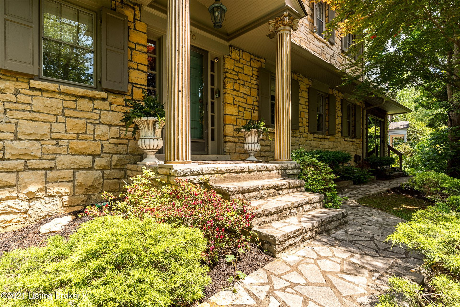 Photo for 76 Valley Rd, Louisville, KY 40204 (MLS # 1596266)