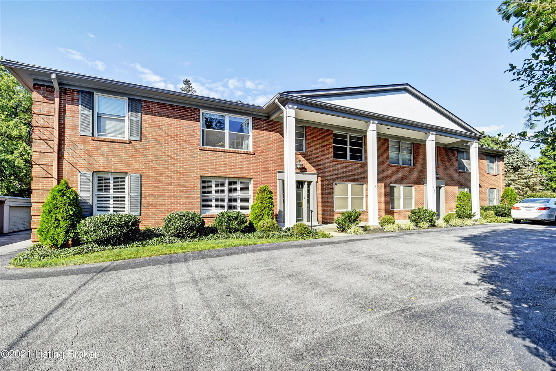 Photo for 250 Chenoweth Ln #1, Louisville, KY 40207 (MLS # 1596268)