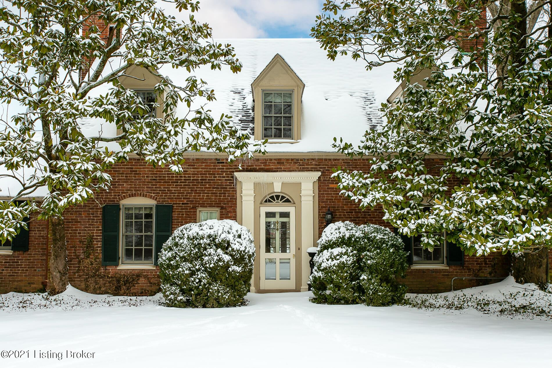 Photo for 23 River Hill Rd, Louisville, KY 40207 (MLS # 1579443)