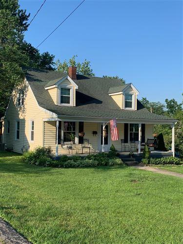 Photo of 1306 Oak St, Shelbyville, KY 40065 (MLS # 1563474)