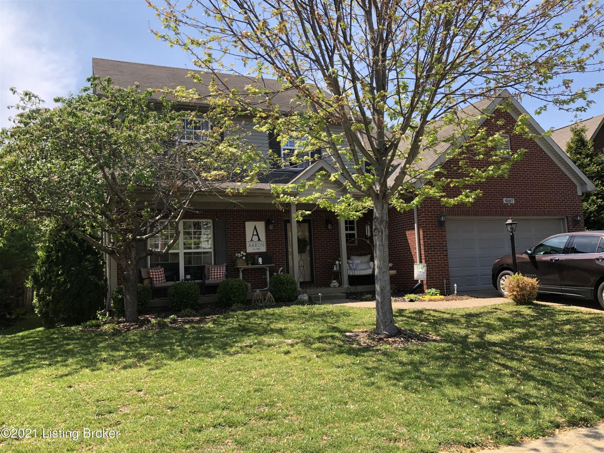 Photo for 10127 Spring Gate Dr, Louisville, KY 40241 (MLS # 1584481)