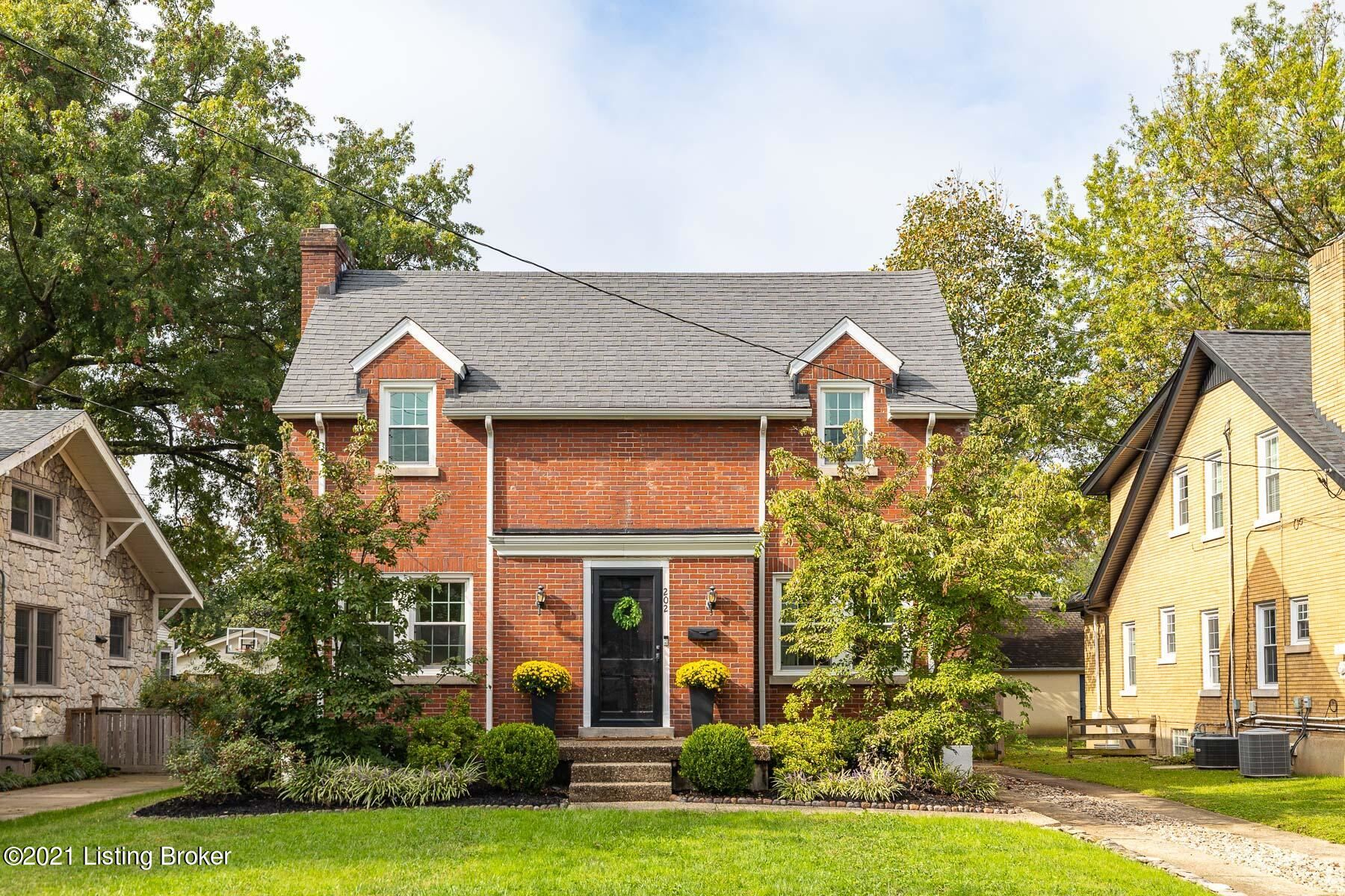 Photo for 202 Oxford Pl, Louisville, KY 40207 (MLS # 1598530)
