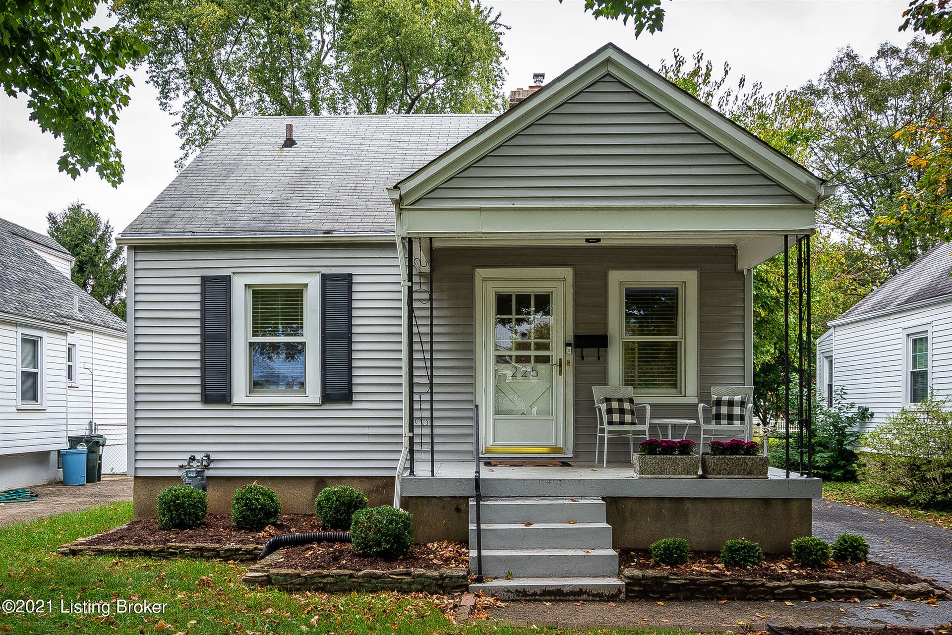 Photo for 225 Clover Ln, Louisville, KY 40207 (MLS # 1598531)