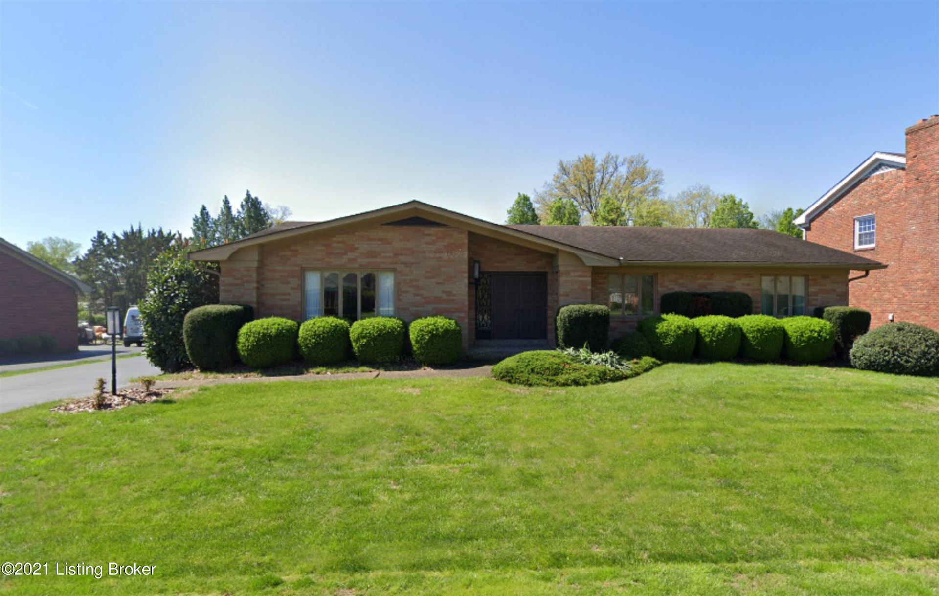 Photo for 3008 Hayfield Dr, Louisville, KY 40205 (MLS # 1598532)