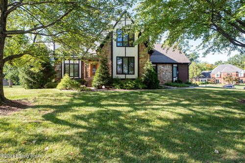 Photo of 1016 Colonel Anderson Pkwy, Louisville, KY 40222 (MLS # 1596645)