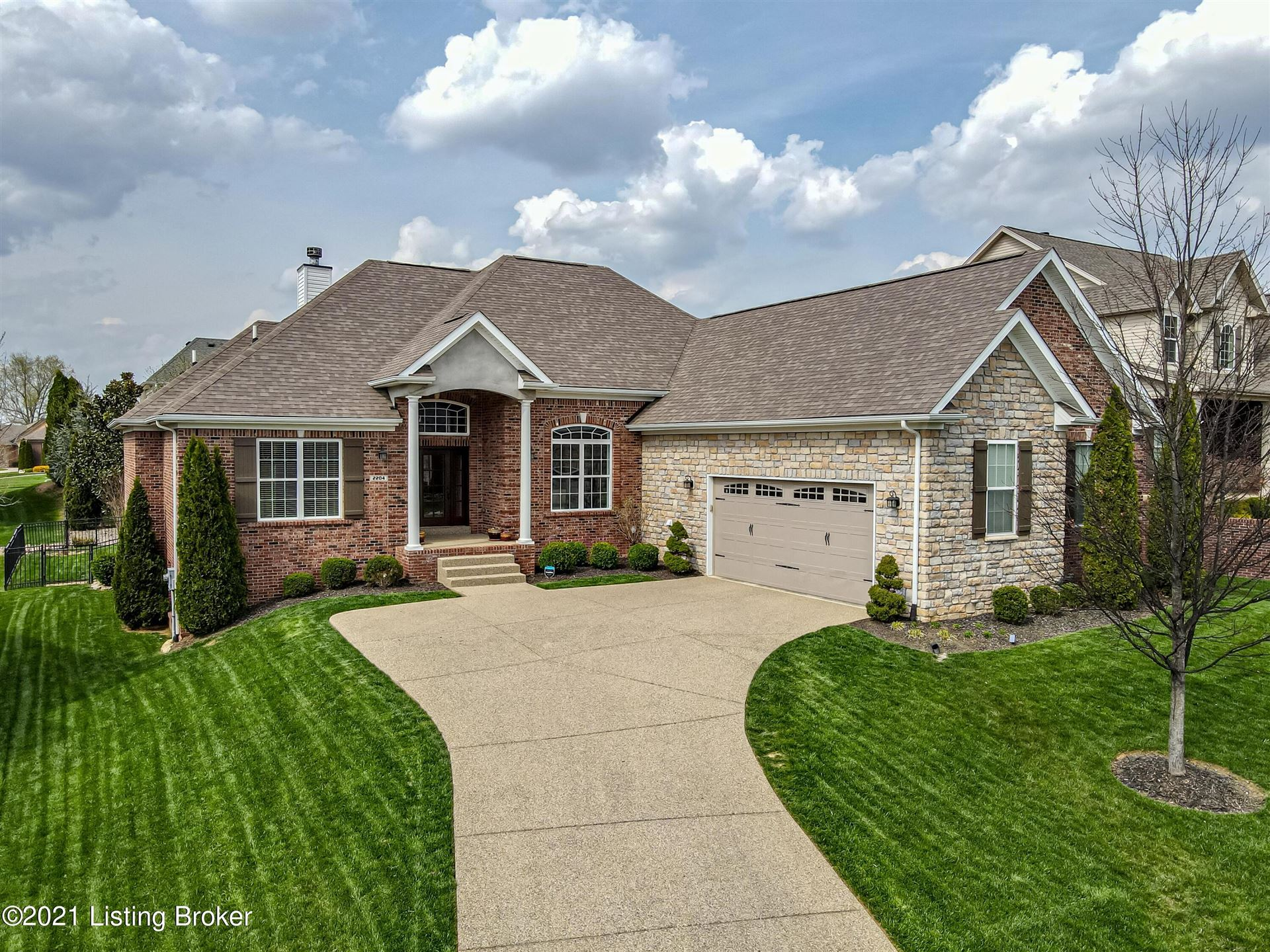Photo for 2204 Claymore Cir, Louisville, KY 40245 (MLS # 1582704)