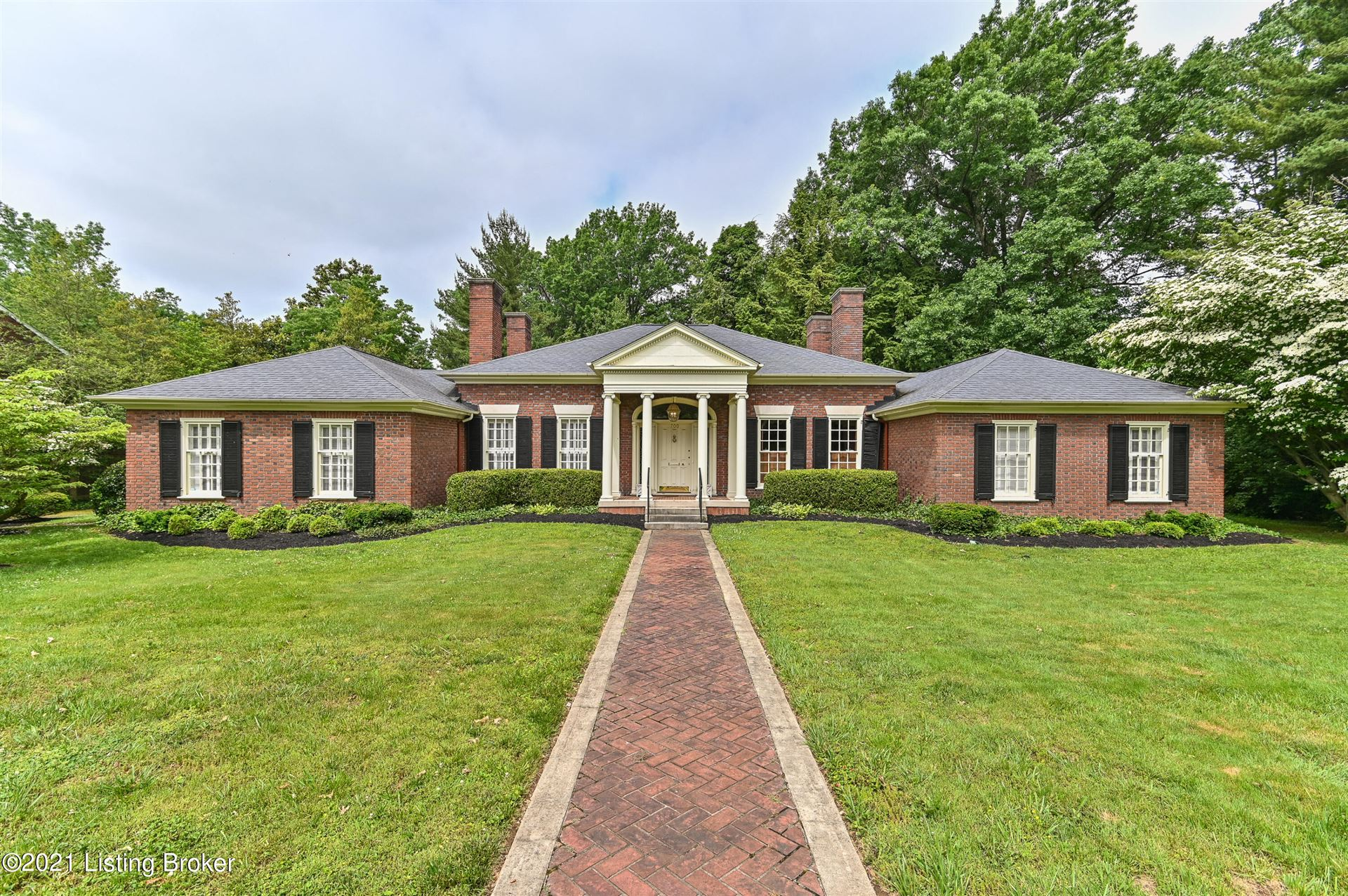 Photo for 700 Braeview Rd, Louisville, KY 40206 (MLS # 1587717)