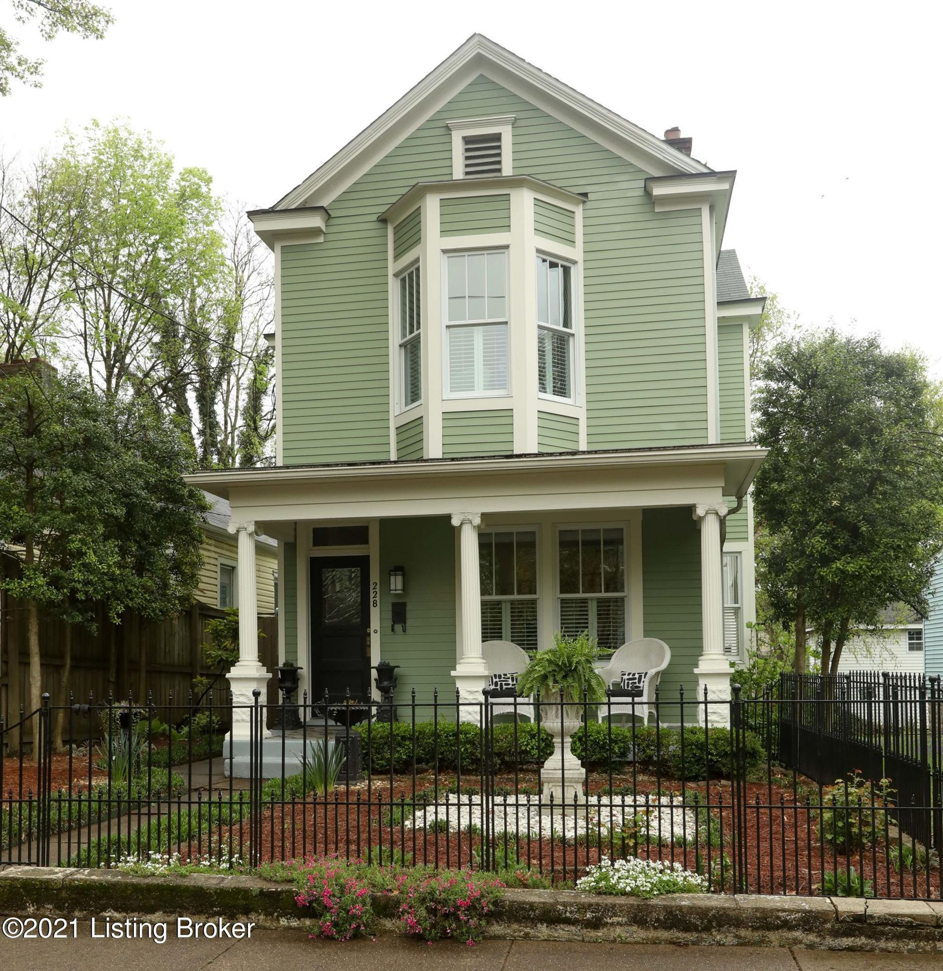 Photo for 228 S Bayly Ave, Louisville, KY 40206 (MLS # 1583733)
