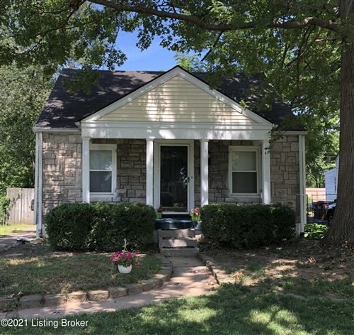 Photo of 105 Colonial Dr, Louisville, KY 40207 (MLS # 1588740)