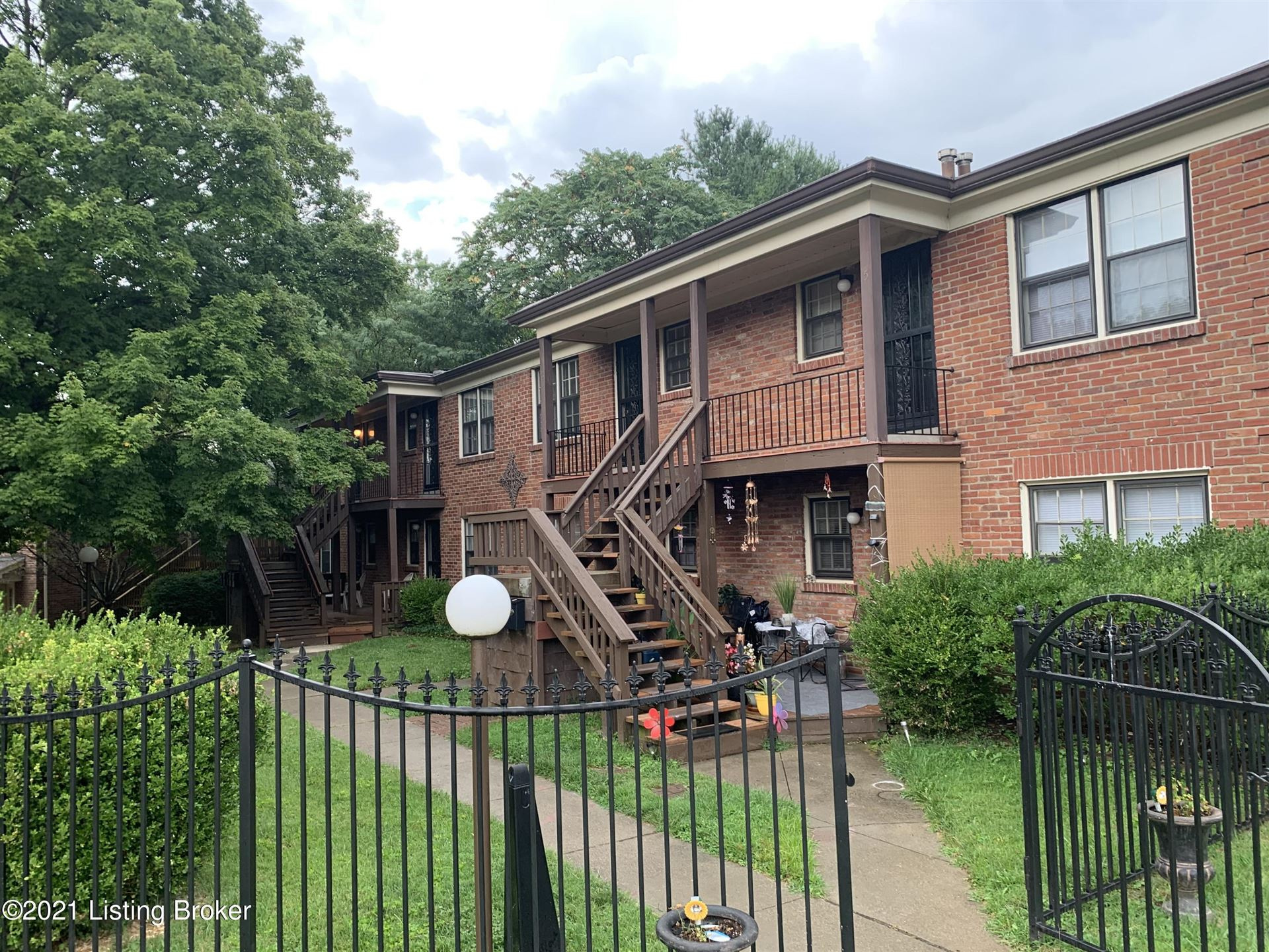 Photo for 2707 Riedling Dr #A3, Louisville, KY 40206 (MLS # 1586763)