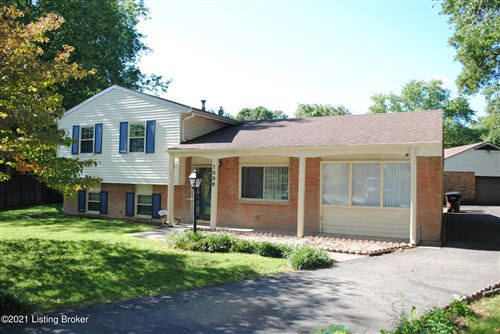 Photo of 1006 Round Table Ct, Louisville, KY 40222 (MLS # 1595764)