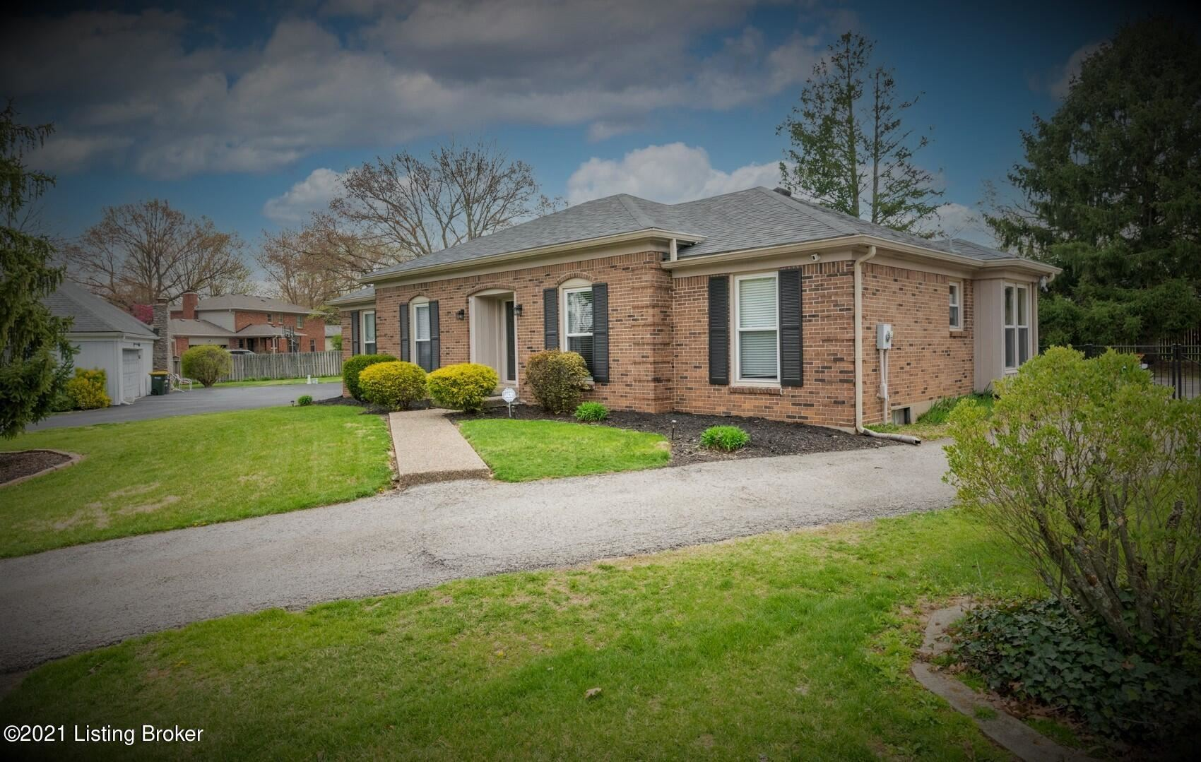 Photo for 603 Armadale Pl, Louisville, KY 40243 (MLS # 1582795)