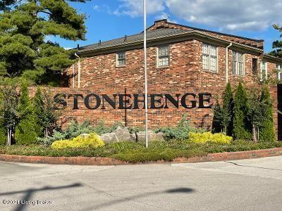 Photo of 4718 Trowbridge Terrace #102, Louisville, KY 40207 (MLS # 1598849)