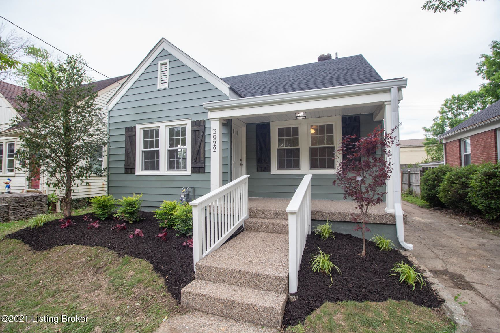 Photo of 3922 Staebler Ave, Louisville, KY 40207 (MLS # 1584892)