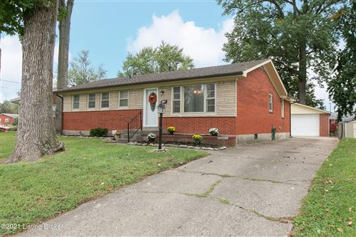Photo of 3605 Twin Oak Ln, Louisville, KY 40219 (MLS # 1596988)