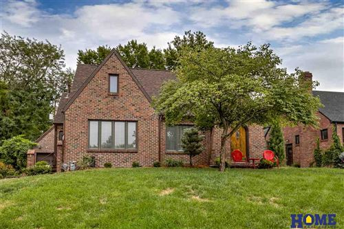 Photo of 3334 Woodsshire Parkway, Lincoln, NE 68502-4847 (MLS # 22022484)
