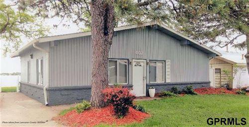 Photo of 402 W Lakeshore Drive, Lincoln, NE 68528 (MLS # 22006577)